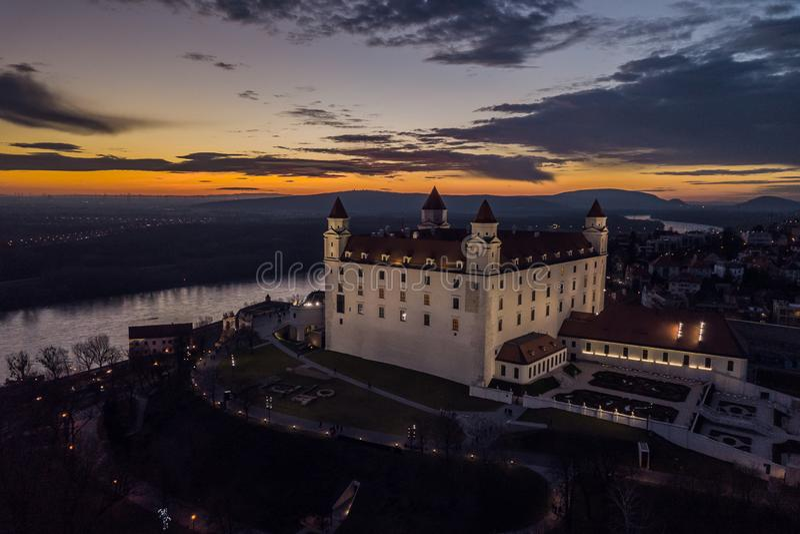 Vista aérea del castillo de Bratislava imagenes de archivo