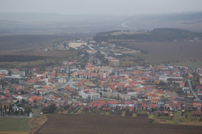 Vista aérea del castillo de Spis con el cielo gris en el fondo, Eslovaquia fotos de archivo libres de regalías