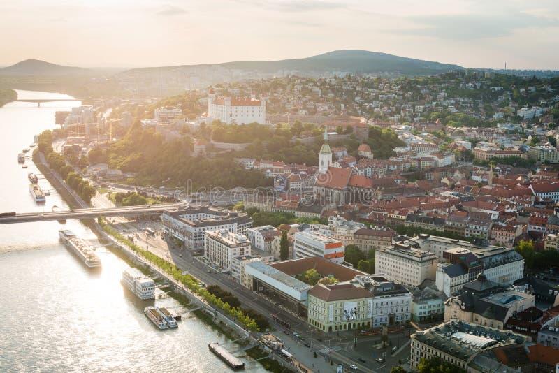 Vista aérea del centro de ciudad de Bratislava, Eslovaquia fotografía de archivo libre de regalías