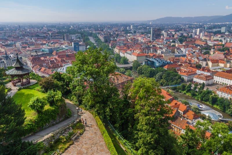 Vista aérea del centro de ciudad de Graz - Graz, Estiria, Austria, Europa fotografía de archivo