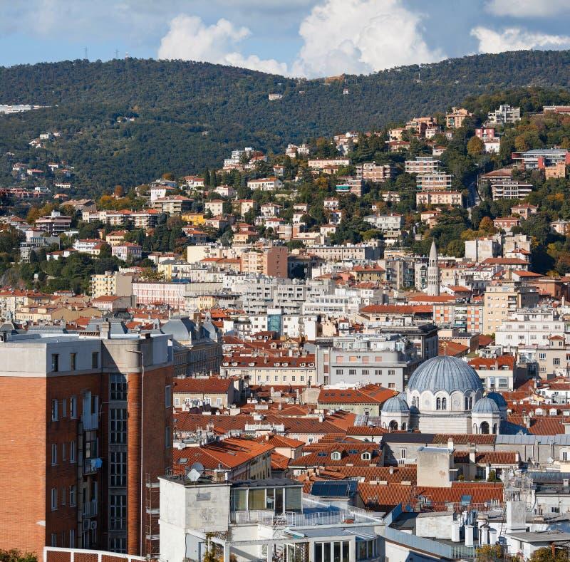 Vista aérea del centro de ciudad Trieste, Italia foto de archivo