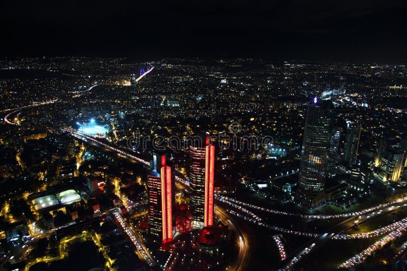 Vista aérea del centro de la ciudad y de los rascacielos de la ciudad del zafiro de Estambul, Turquía imágenes de archivo libres de regalías