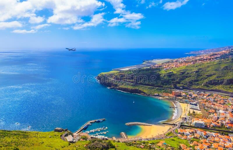 Vista aérea del centro turístico de Machico, Madeira fotos de archivo