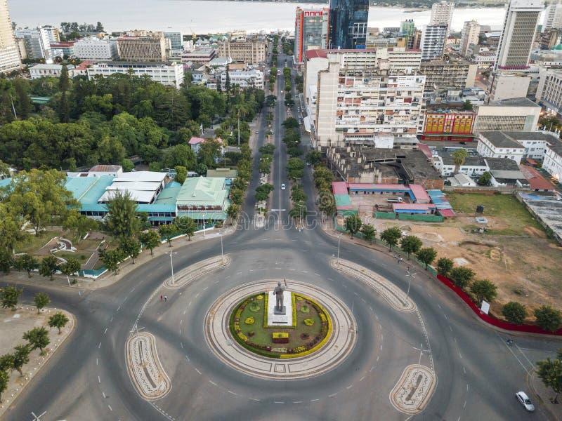 Vista aérea del cuadrado de la independencia con la estatua de primer presidente, Maputo, Mozambique imágenes de archivo libres de regalías