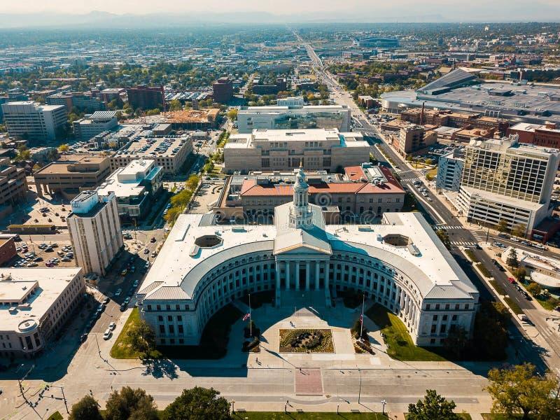 Vista aérea del edificio del ayuntamiento y del condado de Denver imagen de archivo