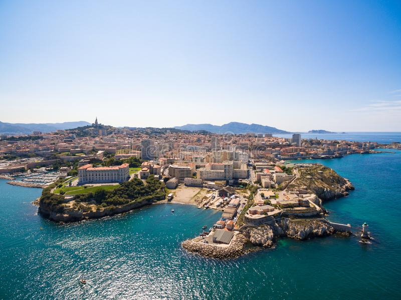 Vista aérea del embarcadero de Marsella - puerto de Vieux, castillo de Jean del santo, a imágenes de archivo libres de regalías