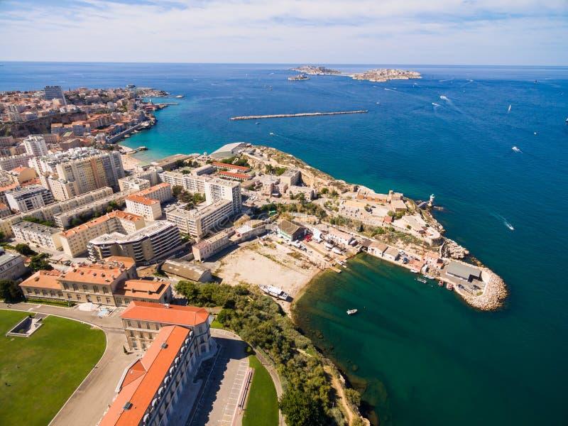 Vista aérea del embarcadero de Marsella - puerto de Vieux, castillo de Jean del santo, a foto de archivo