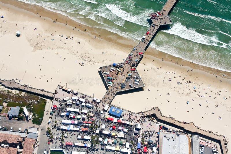 Vista aérea del embarcadero en la playa de Pismo, CA imagenes de archivo