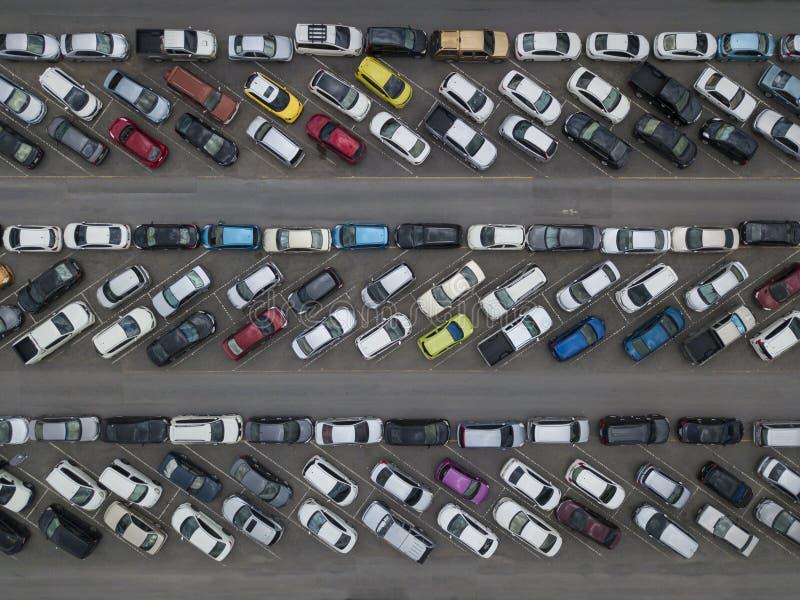 Vista aérea del estacionamiento apretado del coche imagen de archivo libre de regalías