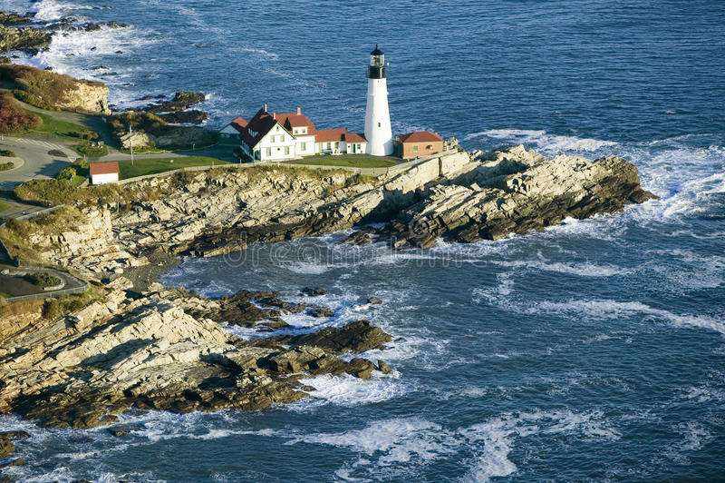 Vista aérea del faro de la cabeza de Portland, cabo Elizabeth, Maine imagenes de archivo