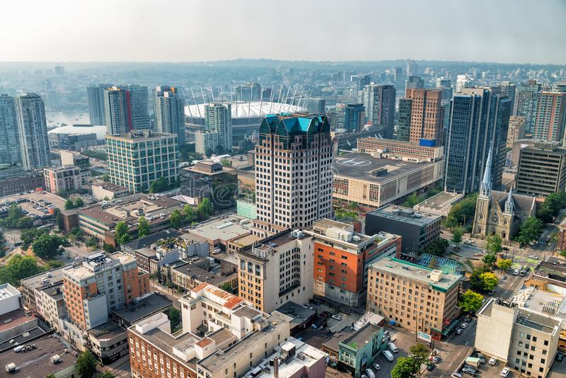Vista aérea del horizonte céntrico de Vancouver del tejado de la ciudad, Bri imágenes de archivo libres de regalías