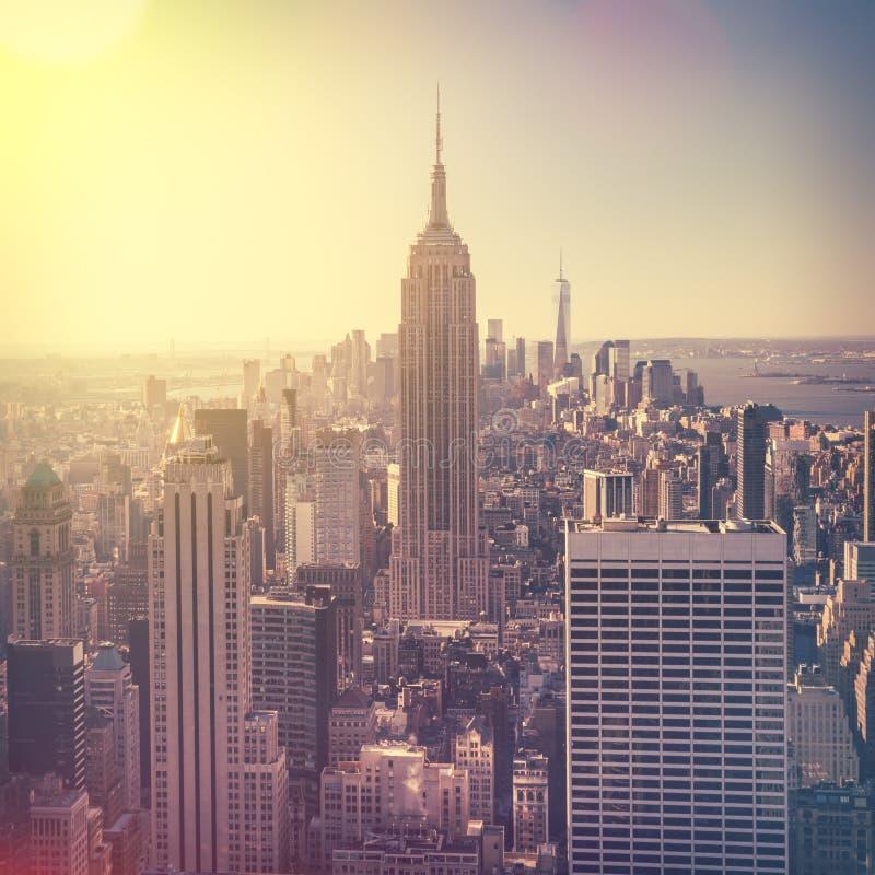 Vista aérea del horizonte de Manhattan en la salida del sol, New York City, los E.E.U.U. imagenes de archivo