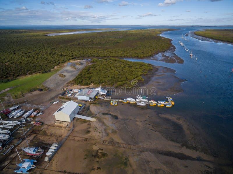 Vista aérea del lago y del bosque Melbourne, Australia Lysterfield imagen de archivo