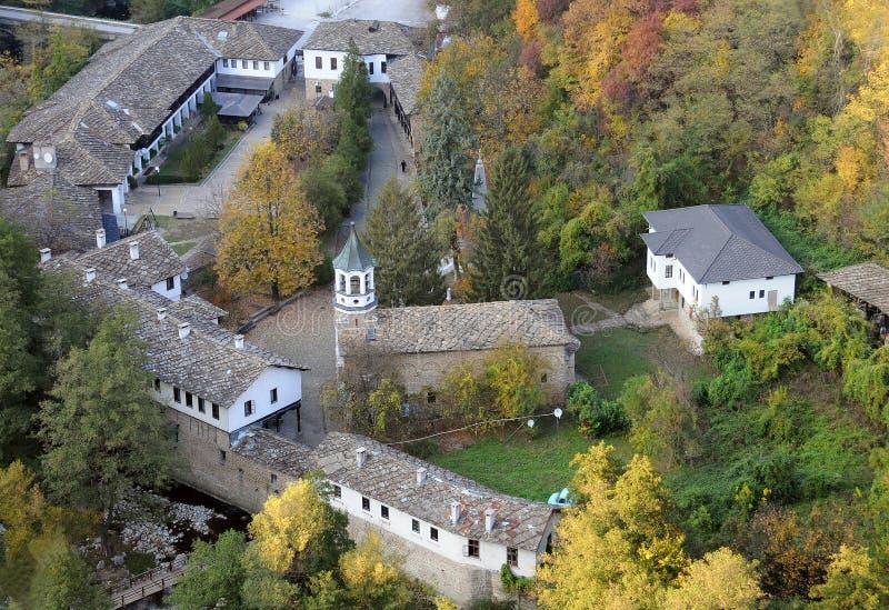 Vista aérea del monasterio de Dryanovo fotos de archivo libres de regalías