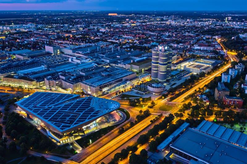 Vista aérea del museo de BMW y verdugón y fábrica de BWM Munich, Alemania fotos de archivo libres de regalías