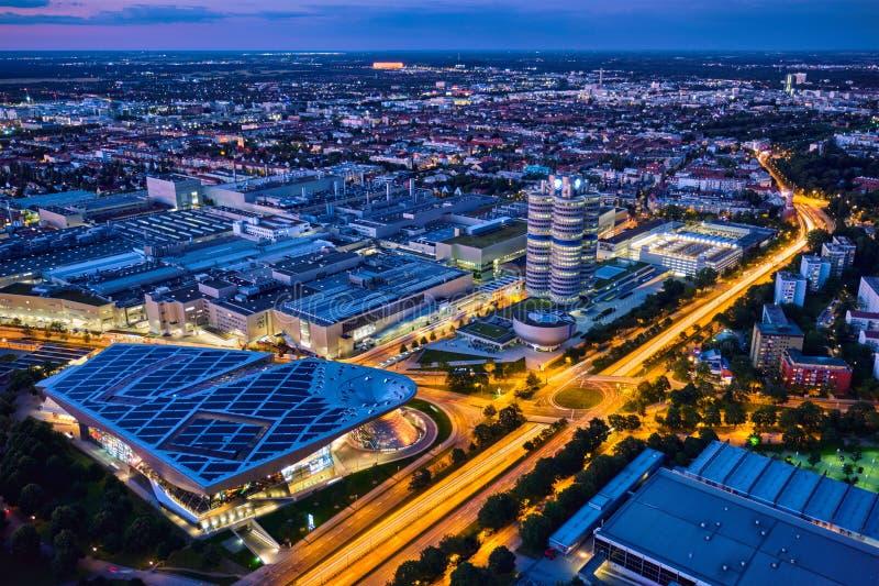 Vista aérea del museo de BMW y verdugón y fábrica de BWM Munich, Alemania imágenes de archivo libres de regalías