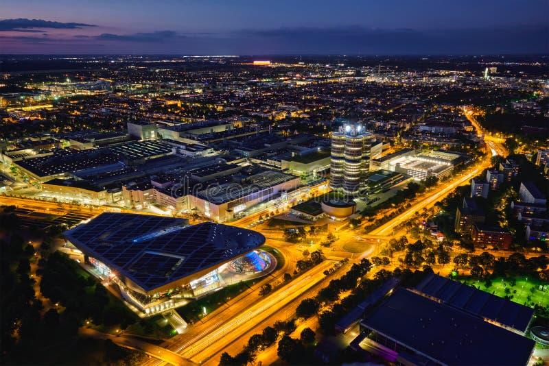 Vista aérea del museo de BMW y verdugón y fábrica de BWM Munich, germen fotos de archivo libres de regalías