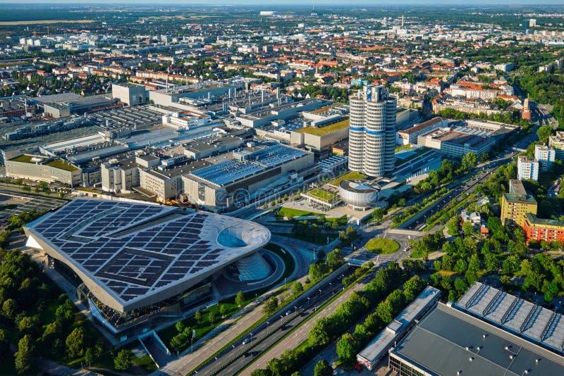 Vista aérea del museo de BMW y verdugón y fábrica de BWM Munich, germen fotografía de archivo libre de regalías