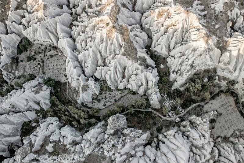 Vista aérea del paisaje rocoso en Cappadocia fotografía de archivo libre de regalías