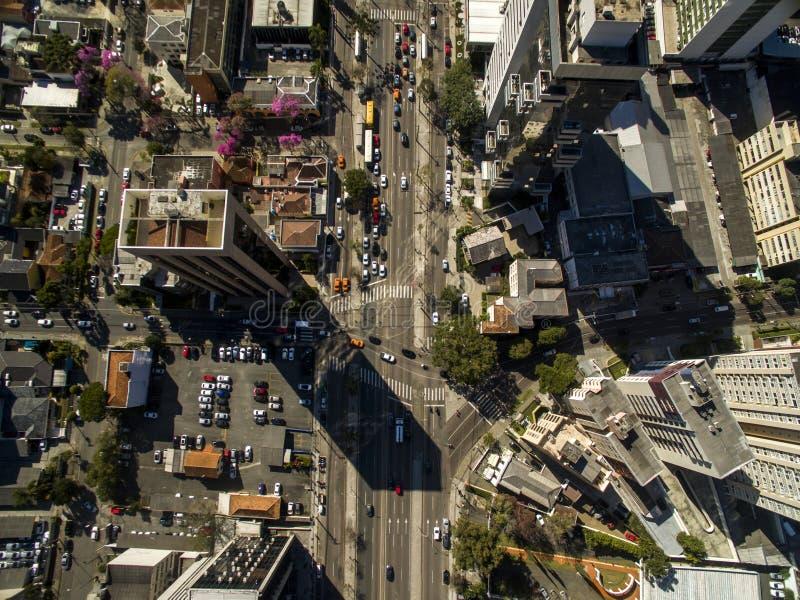 Vista aérea del paisaje urbano de Curitiba, estado de Paraná, el Brasil En julio de 2017 fotografía de archivo