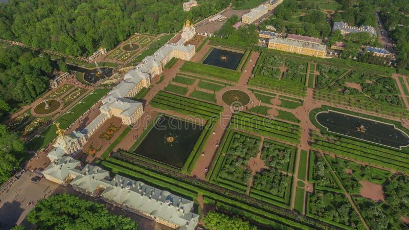 Vista aérea del palacio de Peterhof, St Petersburg fotografía de archivo libre de regalías