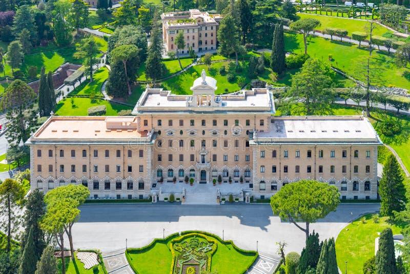 Vista aérea del palacio del Governorate en jardines del Vaticano, Ciudad del Vaticano foto de archivo libre de regalías
