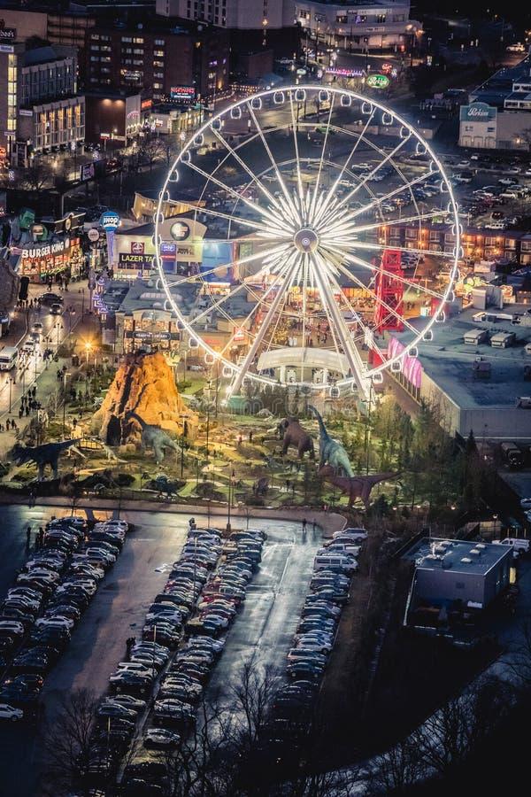 Vista aérea del parque de atracciones con la noria en Niagara Falls en Canadá imagenes de archivo