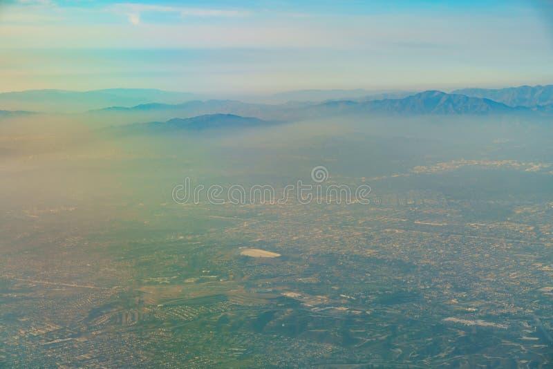 Vista aérea del parque de Monterey, Rosemead, visión desde el asiento de ventana adentro imagenes de archivo