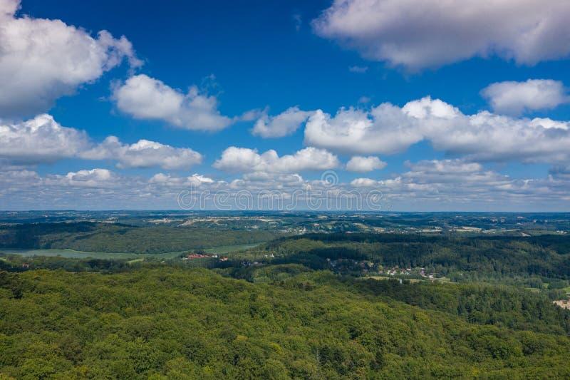Vista aérea del parque del paisaje de Kashubian Kaszuby polonia La foto hizo por el abej?n desde arriba Opini?n de ojo de p?jaro fotografía de archivo libre de regalías