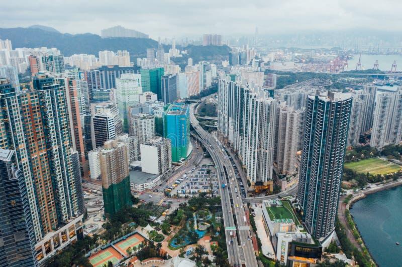 Vista aérea del paso expreso de la manera a través de Tsuen Wan Park, parque de Tsuen, Hong Kong el 8 de abril de 2019 foto de archivo libre de regalías