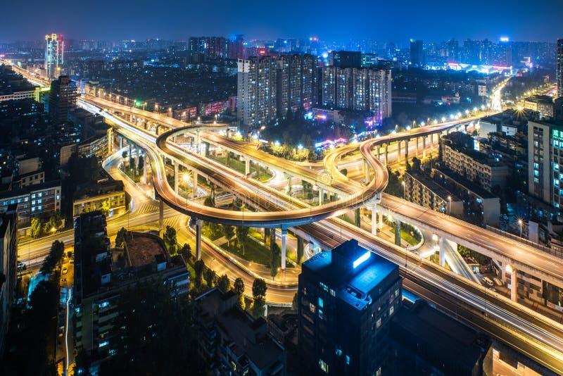 Vista aérea del paso superior de Chengdu en la noche foto de archivo libre de regalías
