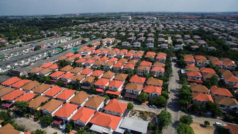 Vista aérea del pueblo casero en el uso de Tailandia para la urbanización de terrenos fotografía de archivo libre de regalías