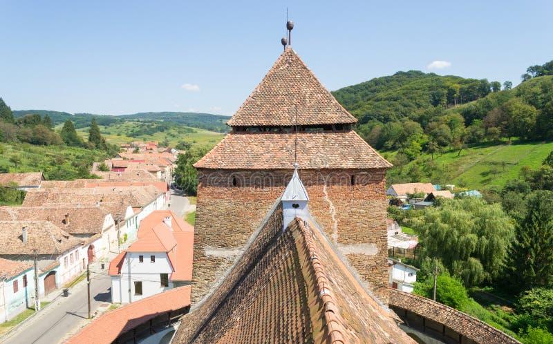 Vista aérea del pueblo sajón de Valea Viilor, Transilvania, Rumania fotografía de archivo