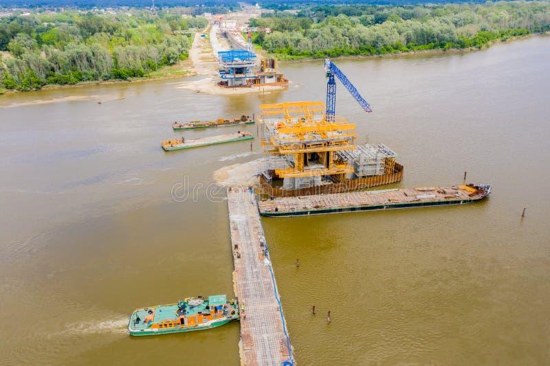 Vista aérea del puente de carreteras en construcción Polonia Varsovia Carretera S2 foto de archivo libre de regalías