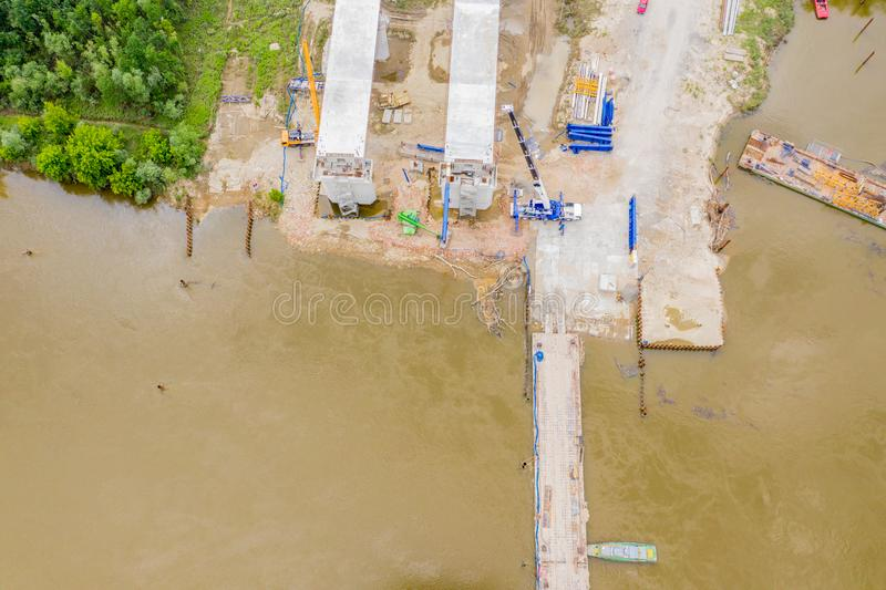 Vista aérea del puente de carreteras en construcción Polonia Varsovia Carretera S2 imagen de archivo