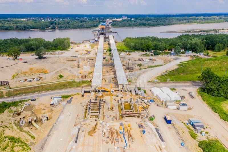 Vista aérea del puente de carreteras en construcción Polonia Varsovia Carretera S2 imagen de archivo libre de regalías