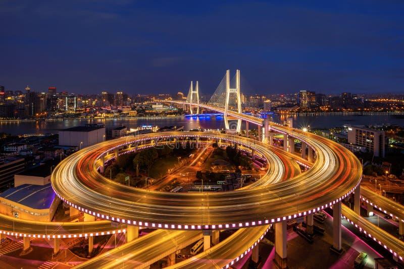 Vista a?rea del puente de Nanpu, centro de la ciudad de Shangai, China Distrito y centros de negocios financieros en ciudad elega fotografía de archivo
