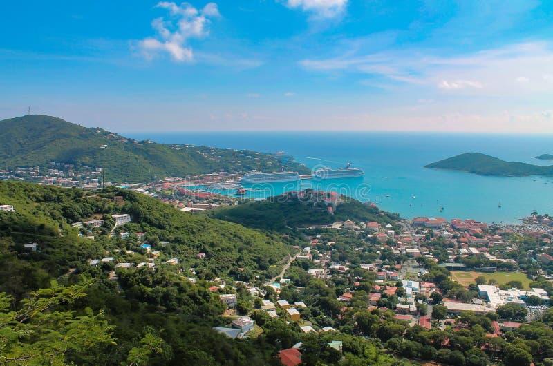 Vista aérea del puerto del barco de cruceros de St Thomas una isla de las Islas Vírgenes de los E.E.U.U. en el Caribe foto de archivo libre de regalías