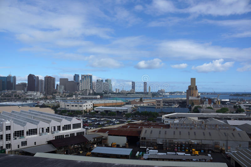 Vista aérea del puerto de Honolulu y del horizonte céntrico fotografía de archivo libre de regalías