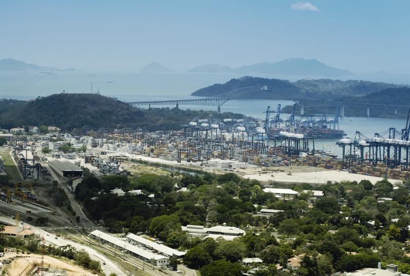 Vista aérea del puerto industrial de Panamá en el lado atlántico fotografía de archivo libre de regalías