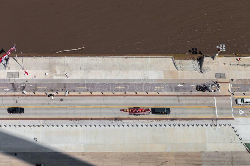 Vista aérea del río Misisipi y del S Leonor K Sullivan foto de archivo