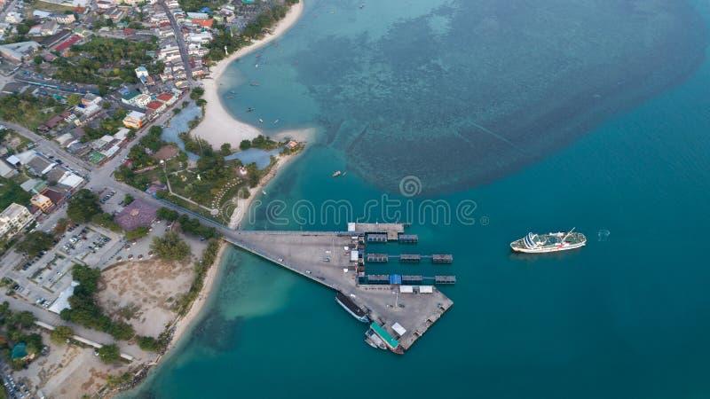 Vista aérea del tiempo del muelle del transbordador fotografía de archivo libre de regalías