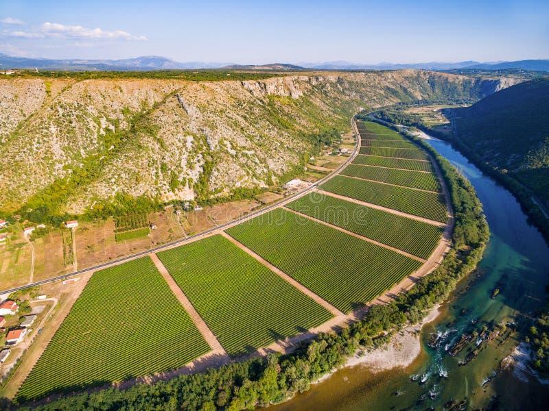 Vista aérea del valle bosnio famoso al lado del río de Neretva en Bosnia y Herzegovina imagen de archivo libre de regalías