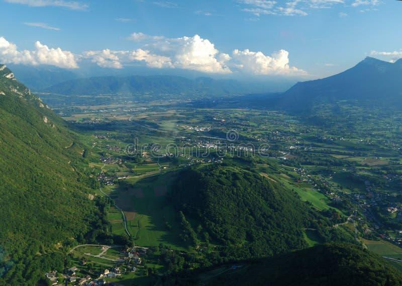 Vista aérea del valle del sur de Chambery foto de archivo