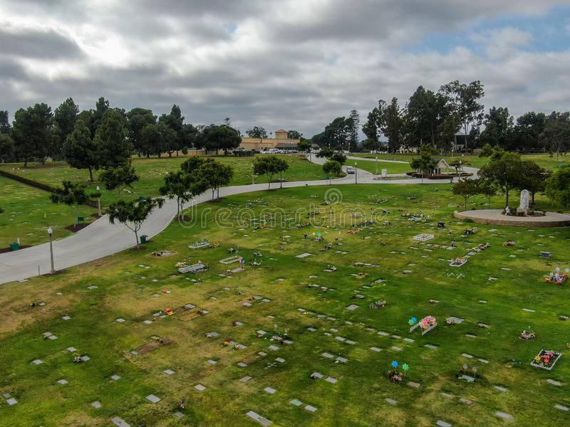 Vista aérea do bosque frondoso Memorial Park & da morgue imagens de stock