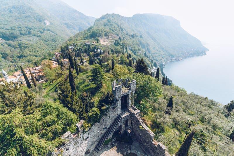 Vista aérea do Castello di Vezio imagem de stock
