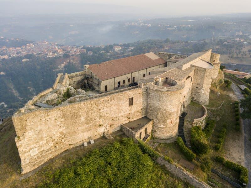 Vista aérea do castelo de Normanno Svevo, Vibo Valentia, Calabria, Itália foto de stock