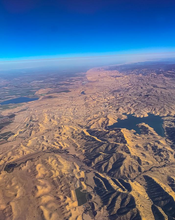 Vista aérea do deserto com colinas e dunas de areia algures nas Rockies EUA fotografia de stock royalty free