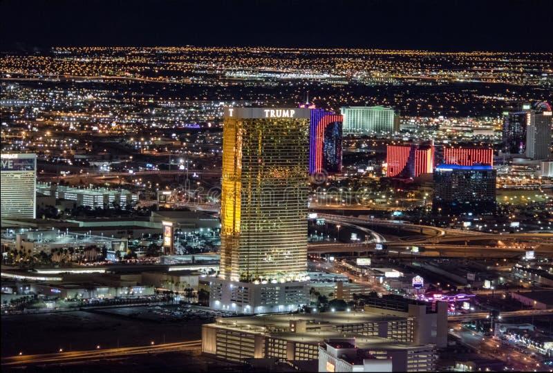 Vista aérea do hotel do trunfo na noite - Las Vegas, Nevada, EUA fotos de stock
