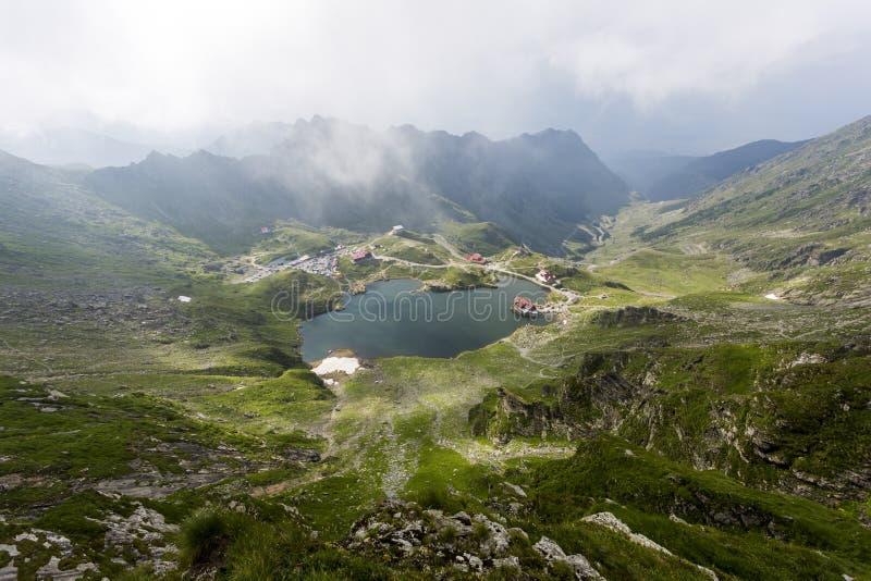 Vista aérea do lago Balea em Romênia fotografia de stock